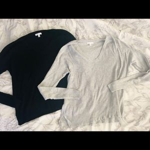 (2) Abound vneck sweaters